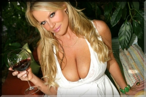 wine-glass-drink-woman-huge-tits-kelly-madison-big-titty-boob-cleavage-sexy-girl-picnic